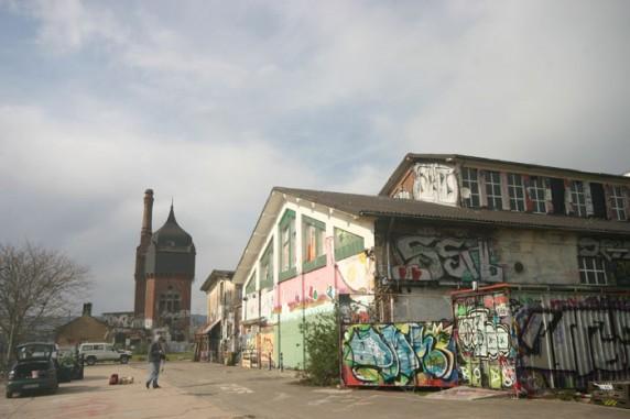 Wisbaden: casarões e conteiners desativados viraram suporte para grafiteiros