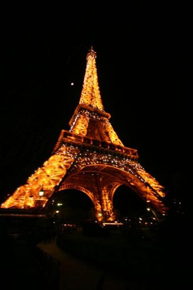Iluminação da Torre Eiffel é um espetáculo a parte